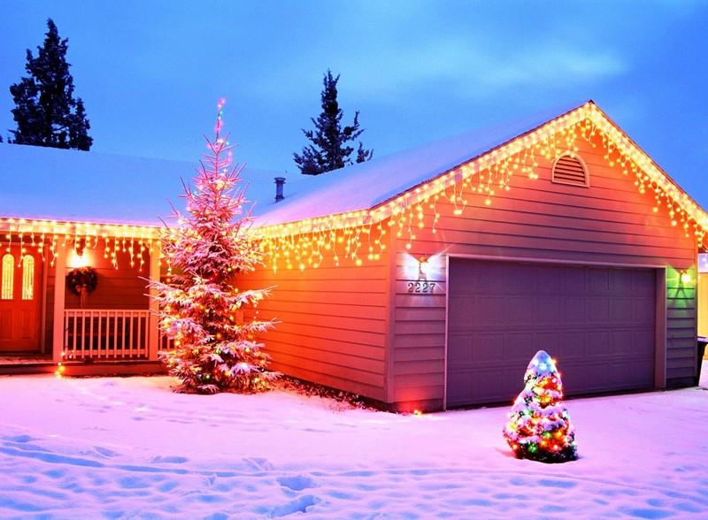 Новогодний декор фасада дома